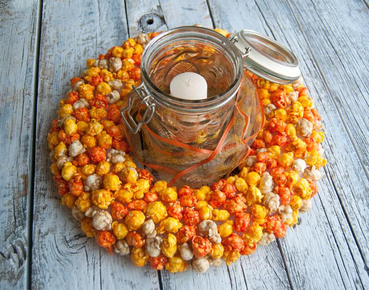 /images/blog/2016/08/autumn-harvest-popcorn-wreath-centerpiece.jpg